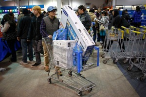 A shopper pushes a cart full of electronics at the Best Buy electronics store in Westbury, New York, November 29, 2013. Black Friday, the day following Thanksgiving Day holiday, has traditionally been the busiest shopping day in the United States.  REUTERS/Shannon Stapleton  (UNITED STATES - Tags: BUSINESS) ORG XMIT: SHN611